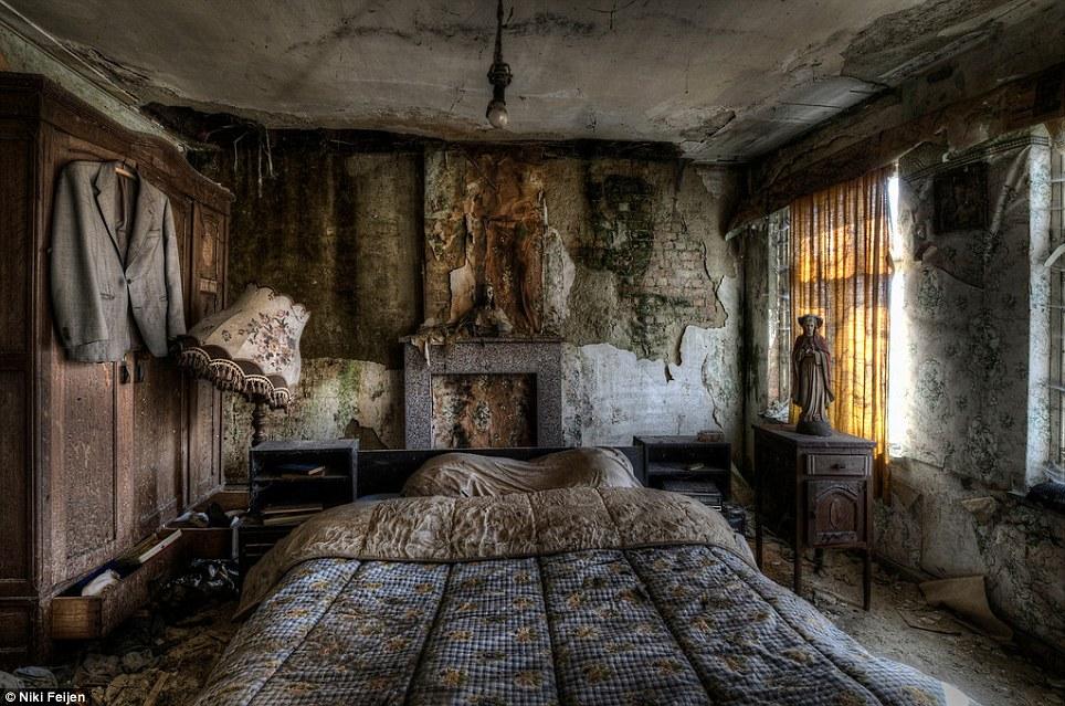 Abandoned Farm Houses By Niki Feijen The Vandallist