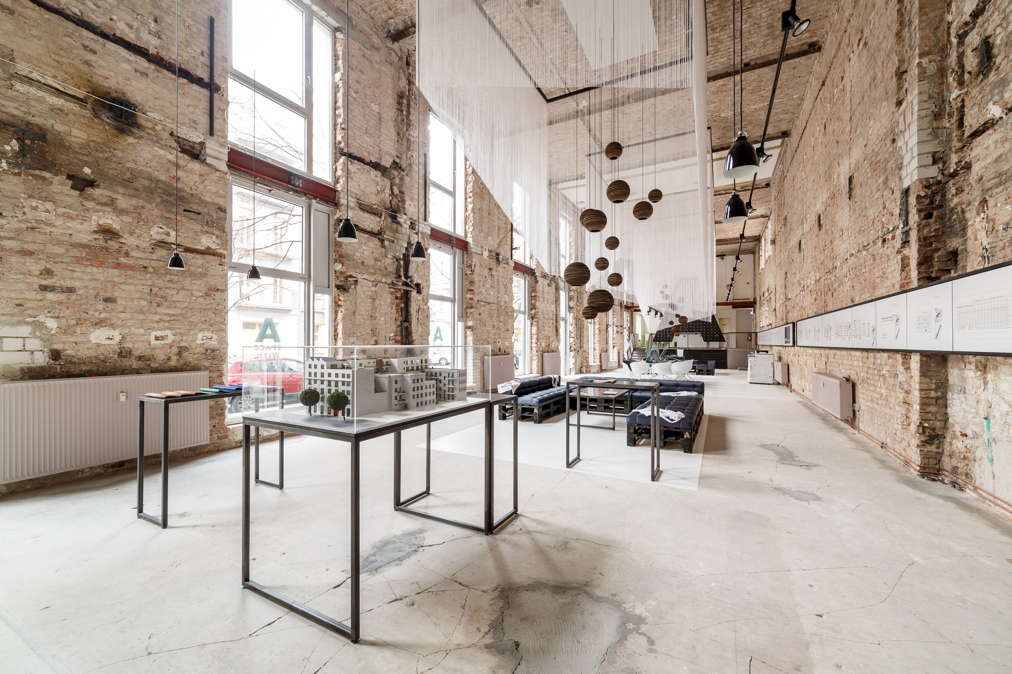 industrial vibe in a temporary showroom a space in berlin. Black Bedroom Furniture Sets. Home Design Ideas