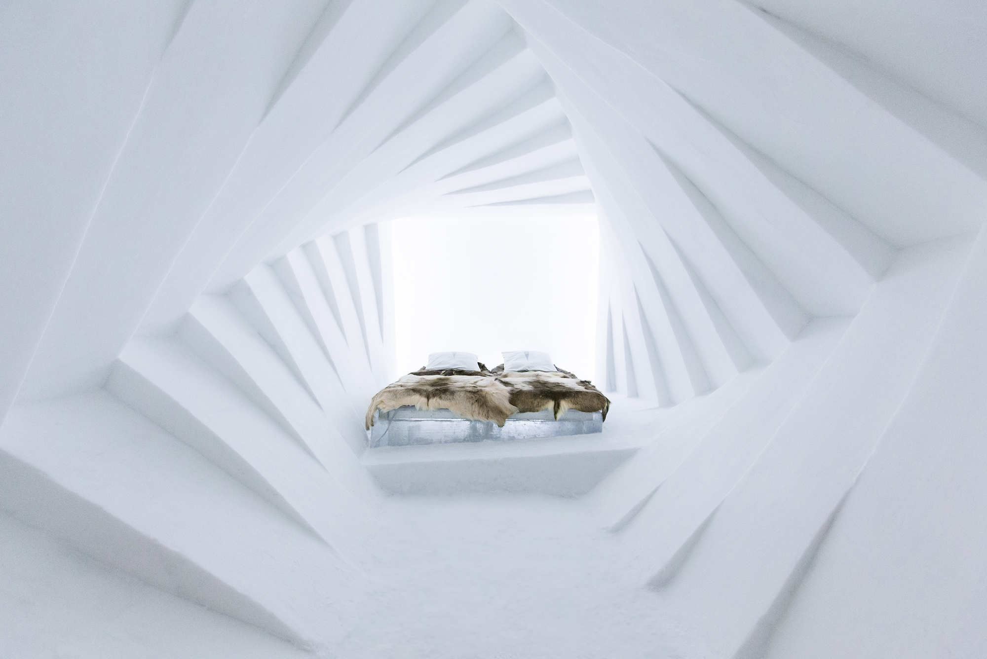 the-25th-annual-icehotel (8)
