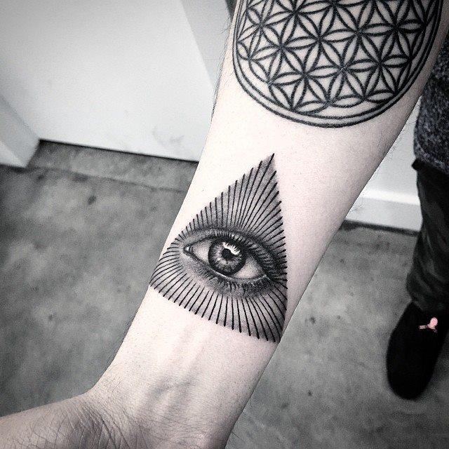 Elizabeth Markov, tattoo artist (11)