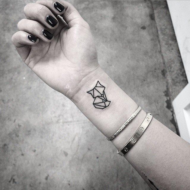 Elizabeth Markov, tattoo artist (3)