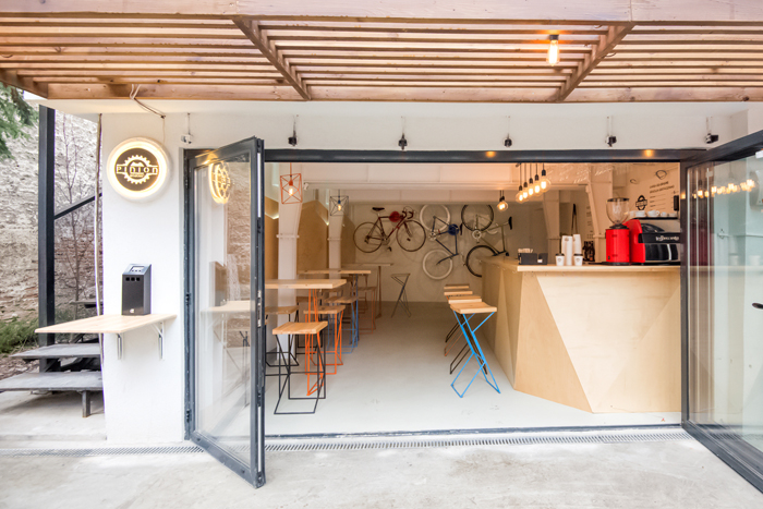 Have a coffee and get your bike fixed at Atelier Pinion, Bucharest (11)