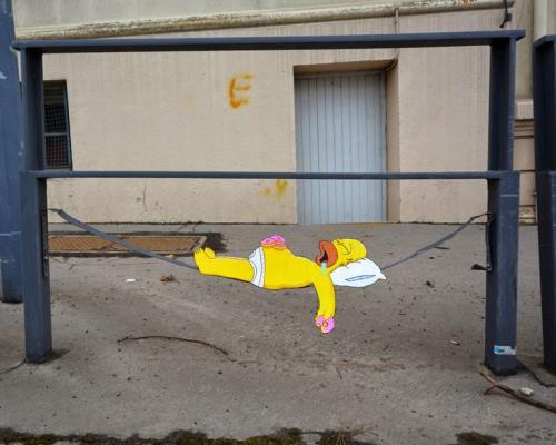 OakOak paints a new street piece in Saint Etienne, France
