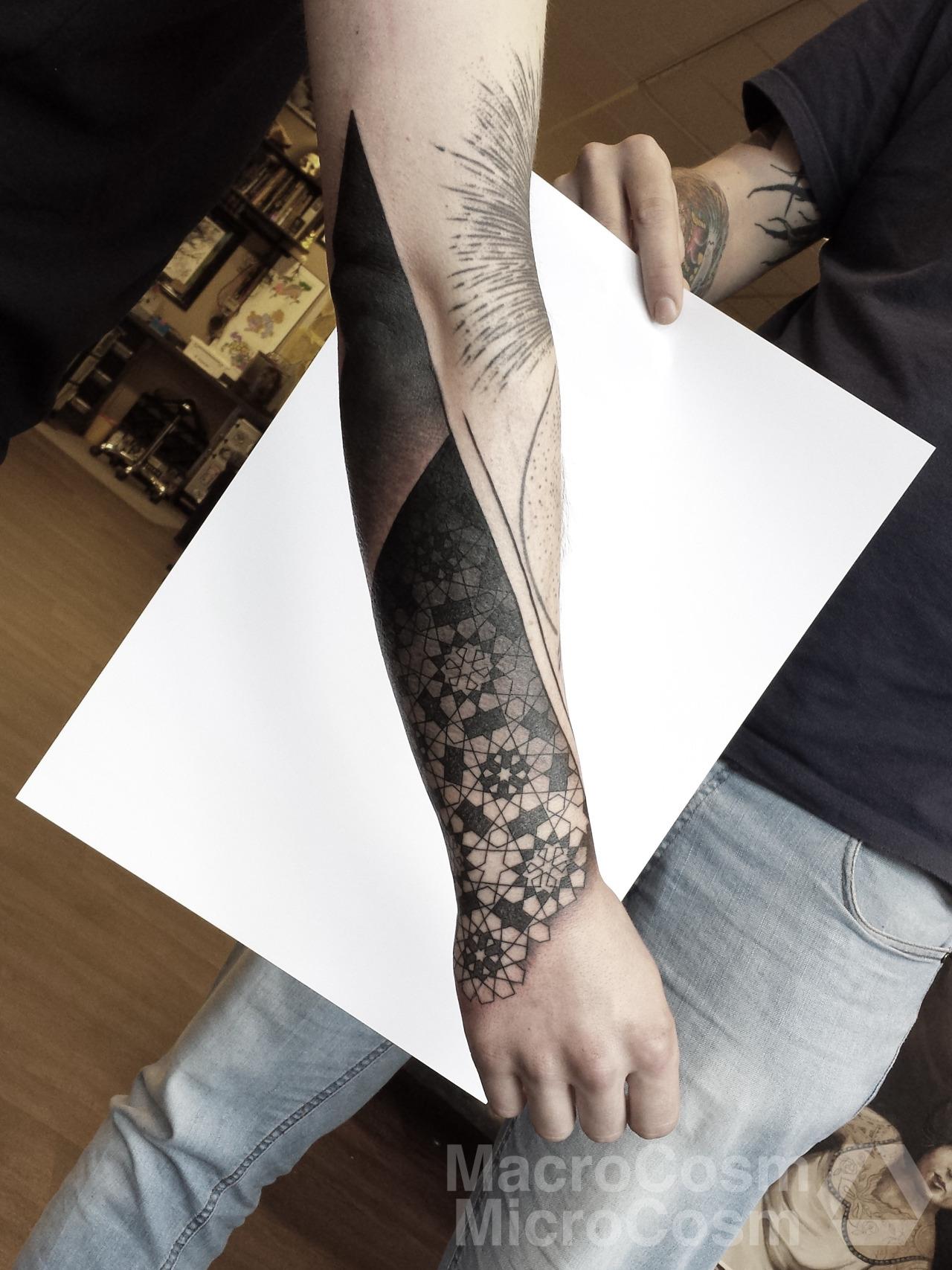 Cosmic Karma, tattoo artist (1)