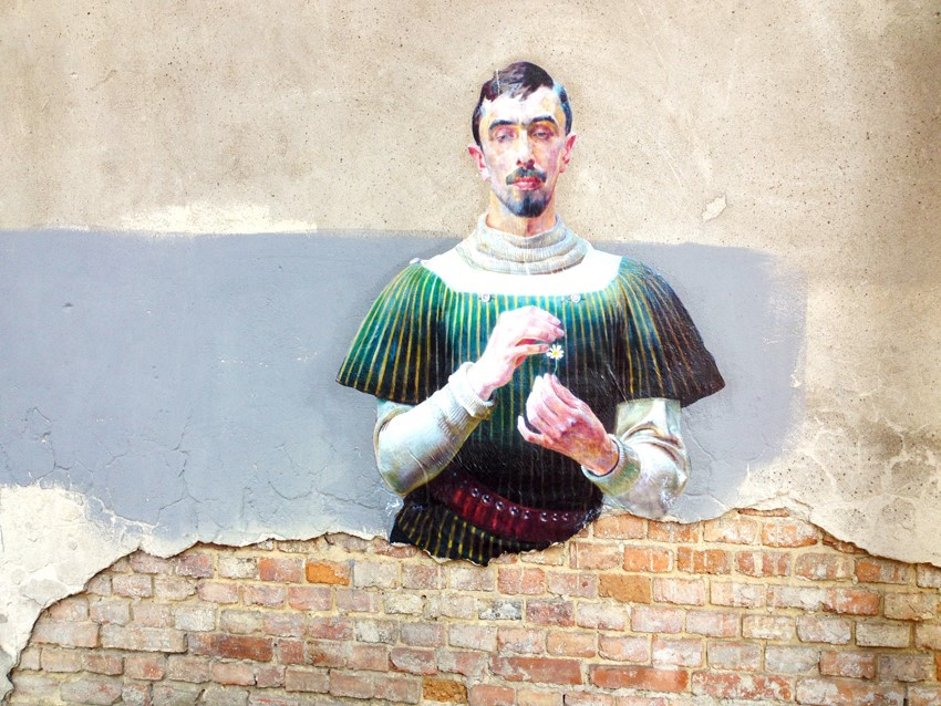Released Paintings of Anonymous Figures out of Museums and onto the Streets through a Global Art Project (9)