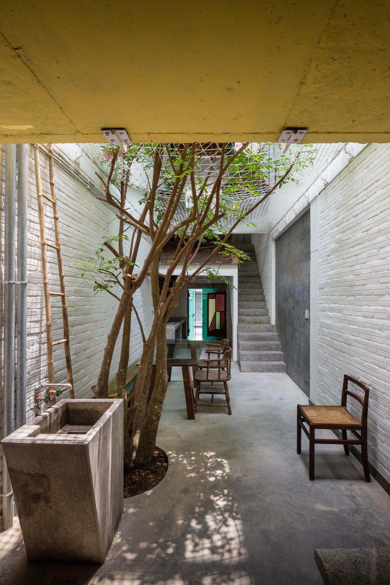 A house like no other Saigon House by a21studio - the vandallist (18)