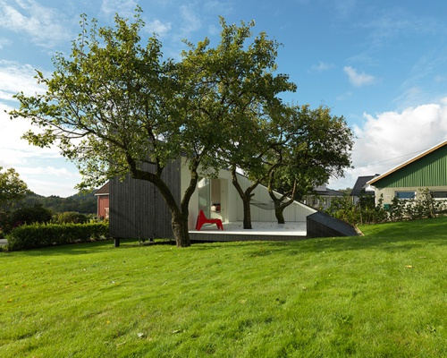 A Slice of Relaxation signed Saunders Architecture