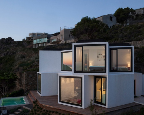 Cubical sunflower house in Costa Brava