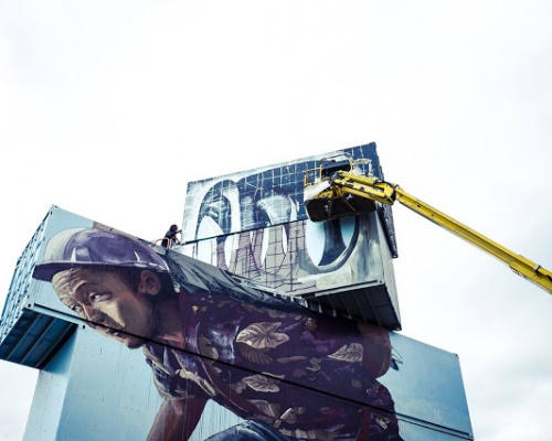 "Fintan Magee paints ""Moving the Pointless Monument"" in Werchter, Belgium"