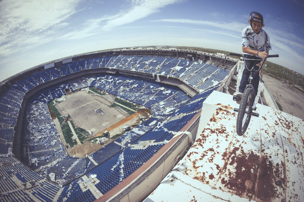 Tyler Fernengel BMX Session Abandoned Football Stadium (4)