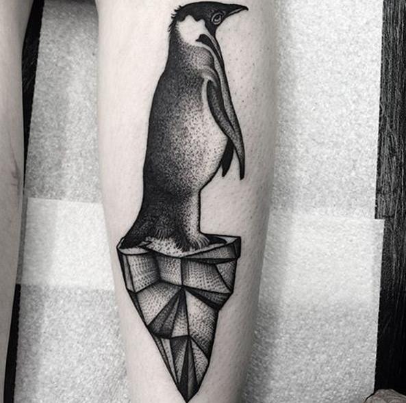 Kelly Violet, tattoo artist - the vandallist (2)