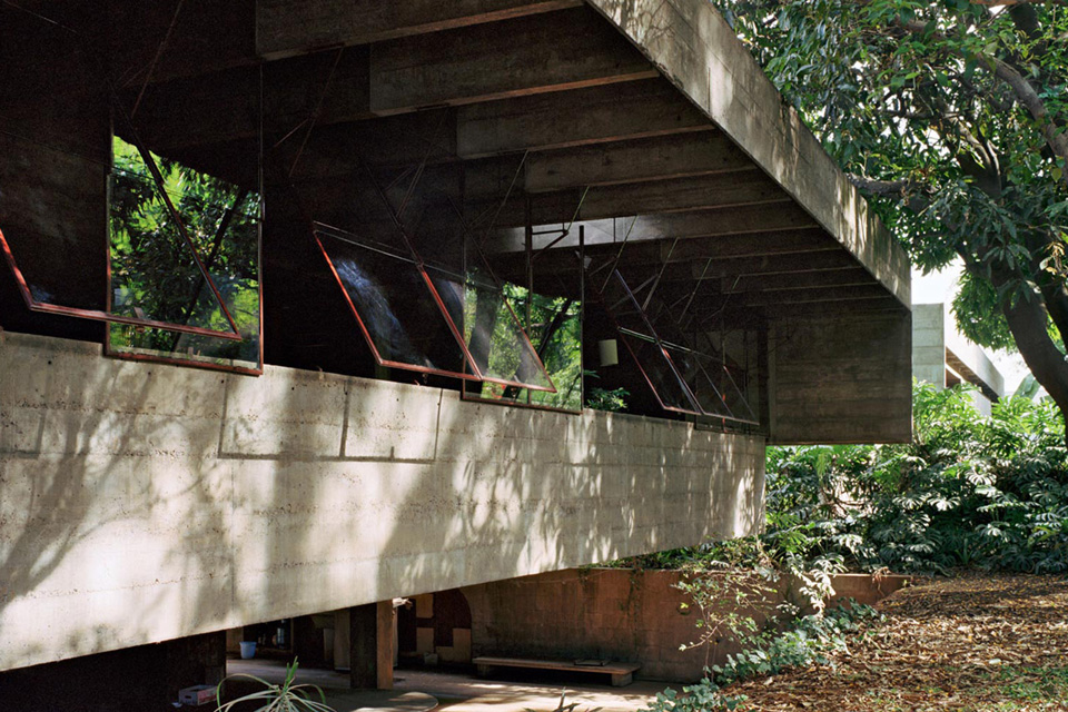 The beautiful residence of a great architect Paulo Mendes Da Rocha - the vandallist (1)