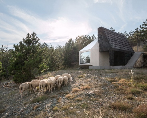 Duality in the mountains: Divčibare house