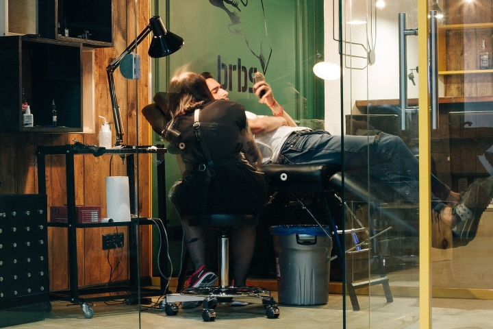 Barboss-Barbershop-and-tattoo-salon-by-Workshop-Dmitriy-Grynevich-Kiev-Ukraine-23