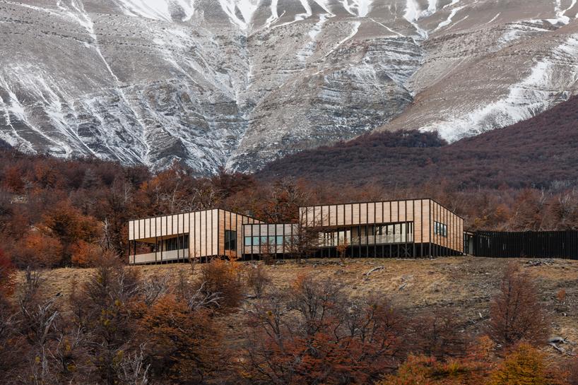 felipe-assadi-arquitectos-awasi-patagonia-chile-designboom-03