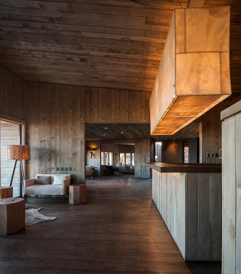 felipe-assadi-arquitectos-awasi-patagonia-chile-designboom-05