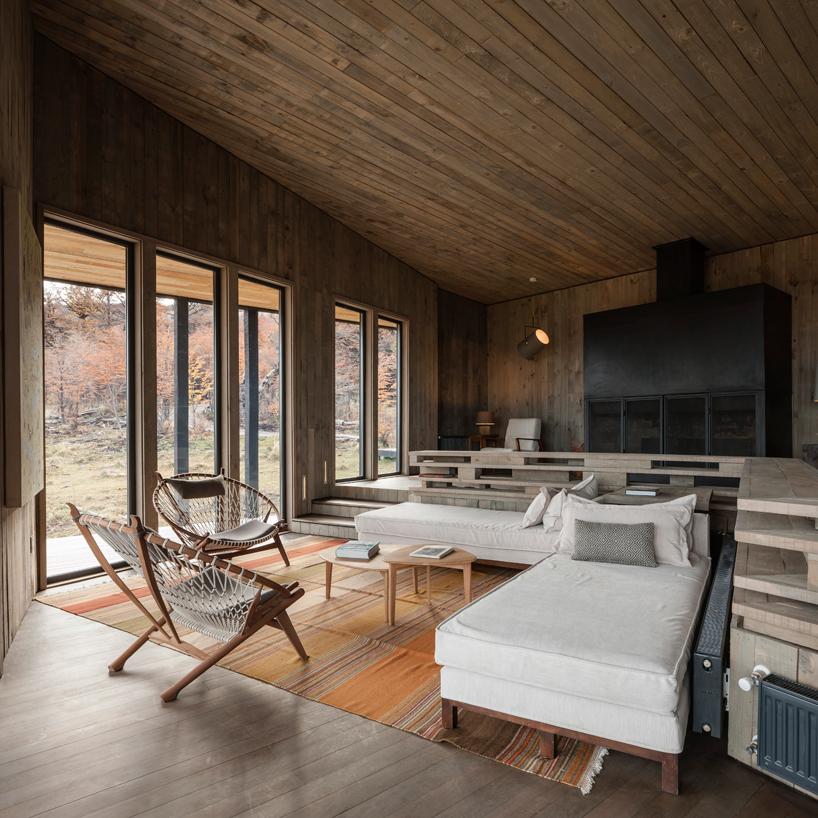 felipe-assadi-arquitectos-awasi-patagonia-chile-designboom-07