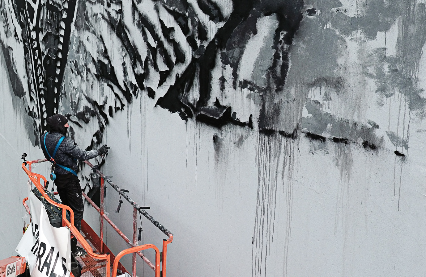 Monochromatic Mural by HENDRIK BEIKIRCH in the Netherlands - the vandallist (5)