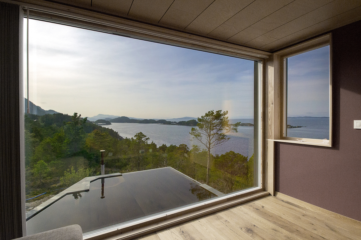 Views over a Norwegian fjord from CABIN STRAUMSNES - the vandallist (4)
