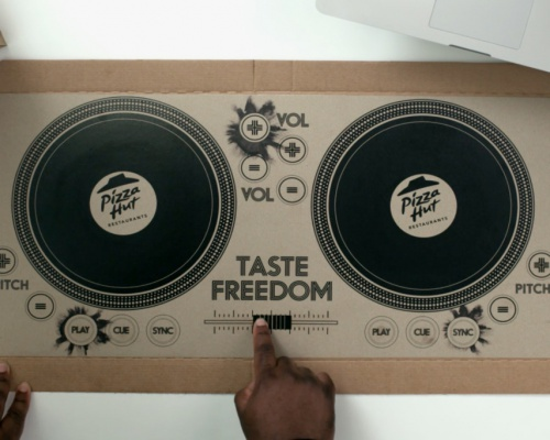 Pizza box DJ decks – by Pizza Hut