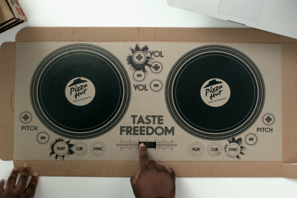 Pizza box DJ decks - by Pizza Hut