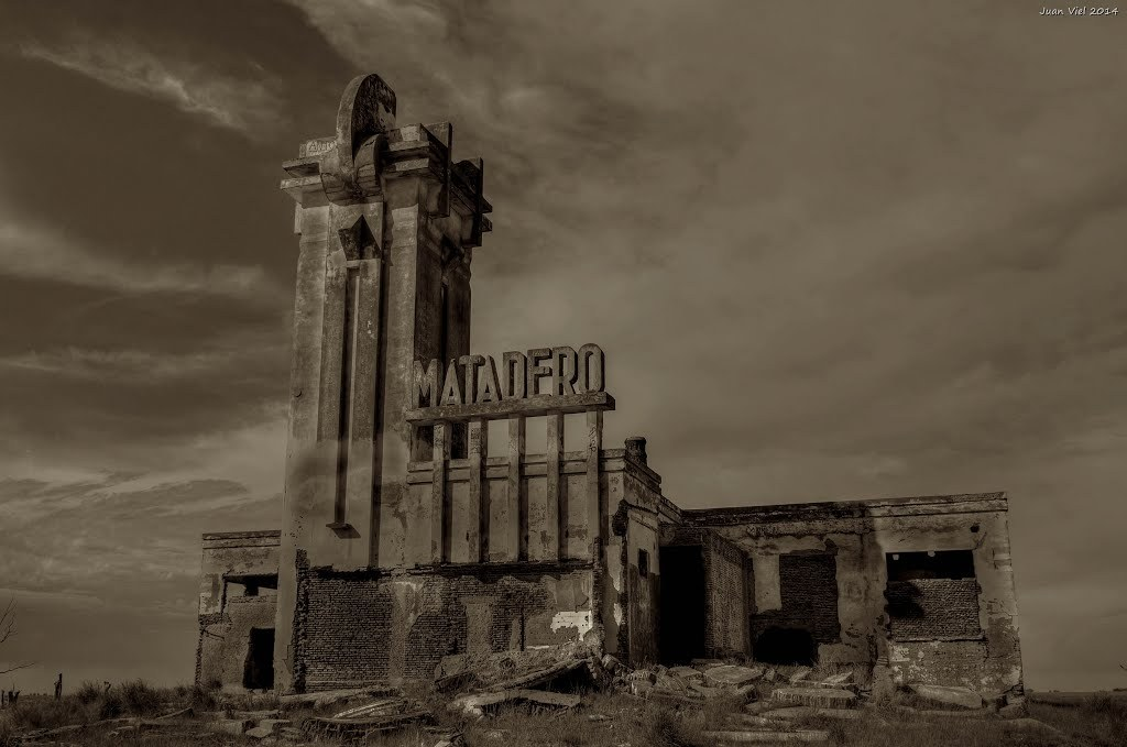 People, places and abandoned buildings in Buenos Aires - by Juan Viel