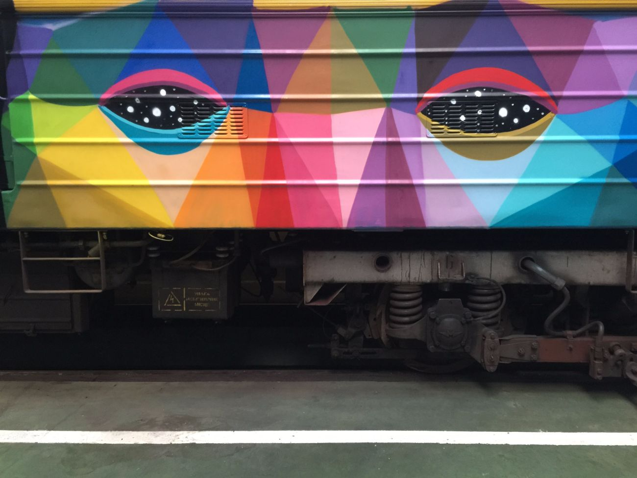 okuda-san-miguels-5-car-train-in-kiev-ukraine-thevandallist-12