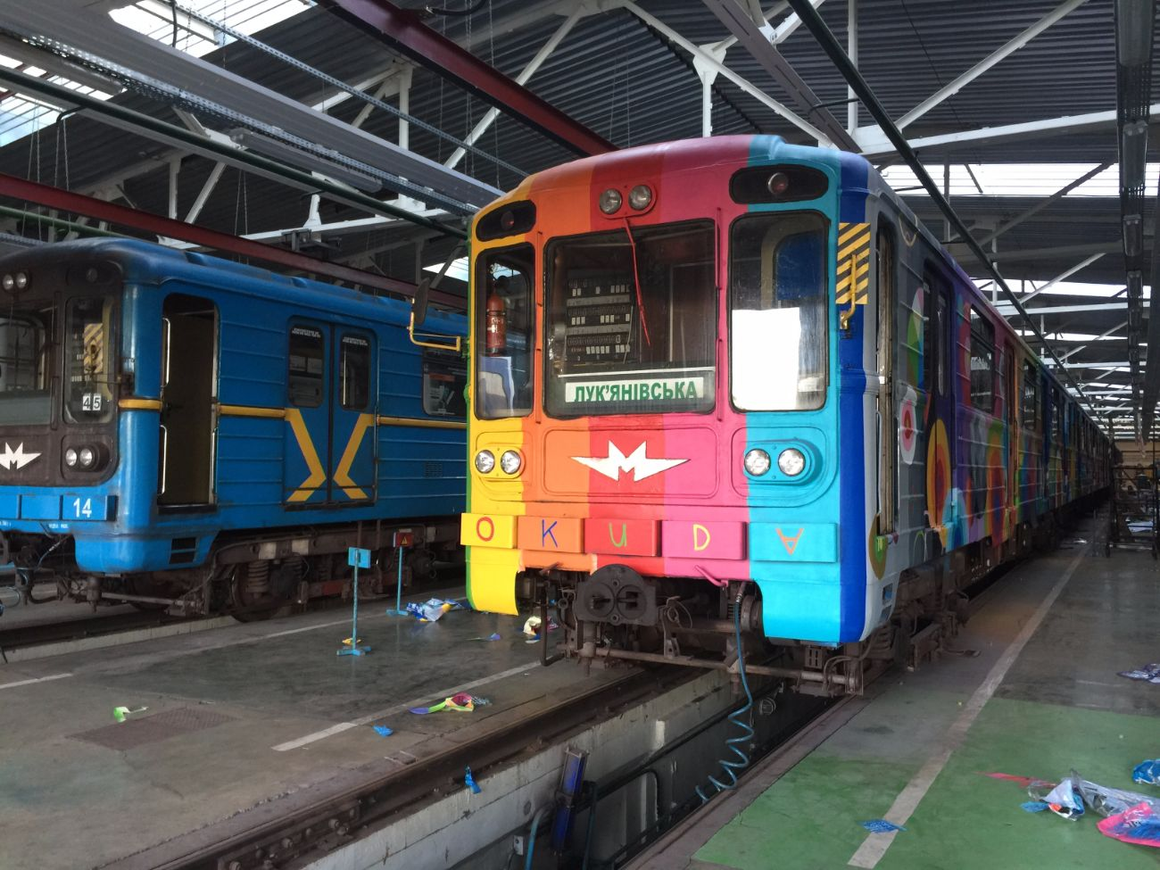 okuda-san-miguels-5-car-train-in-kiev-ukraine-thevandallist-14