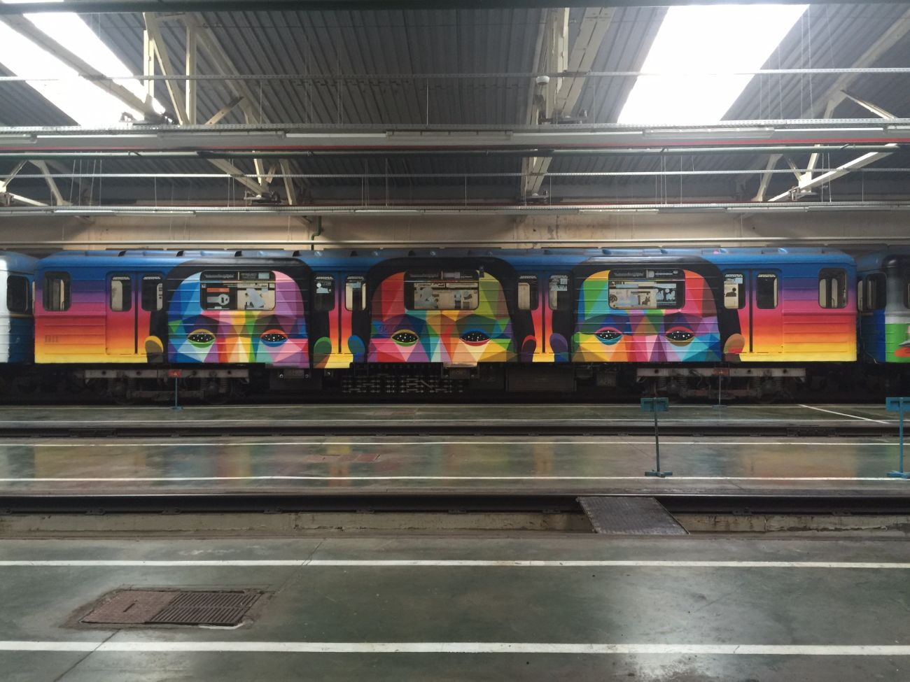 okuda-san-miguels-5-car-train-in-kiev-ukraine-thevandallist-8
