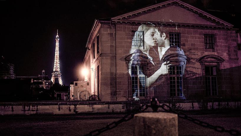 French kissing in Paris - by Julien Nonnon