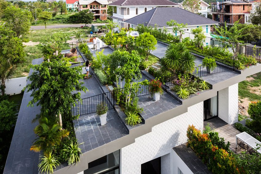 The green house in Nha Trang - by Vo Trong Nghia Architects + ICADA