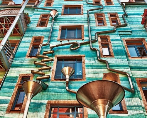 Dresden building plays music when it rains