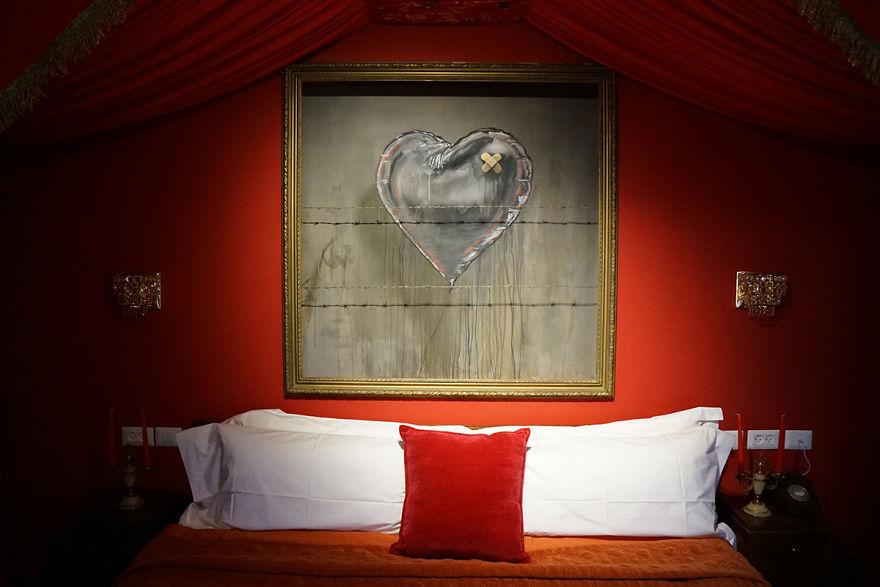 banksy-walled-off-hotel-bethlehem-palestine-53-58bd3a2902709__880