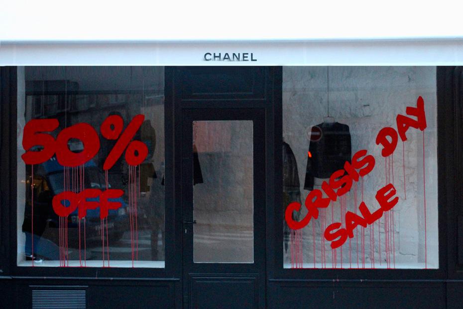 kidult-vandalizes-chanel-paris-01