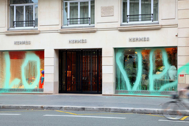 kidult-vandalizes-hermes-paris-1