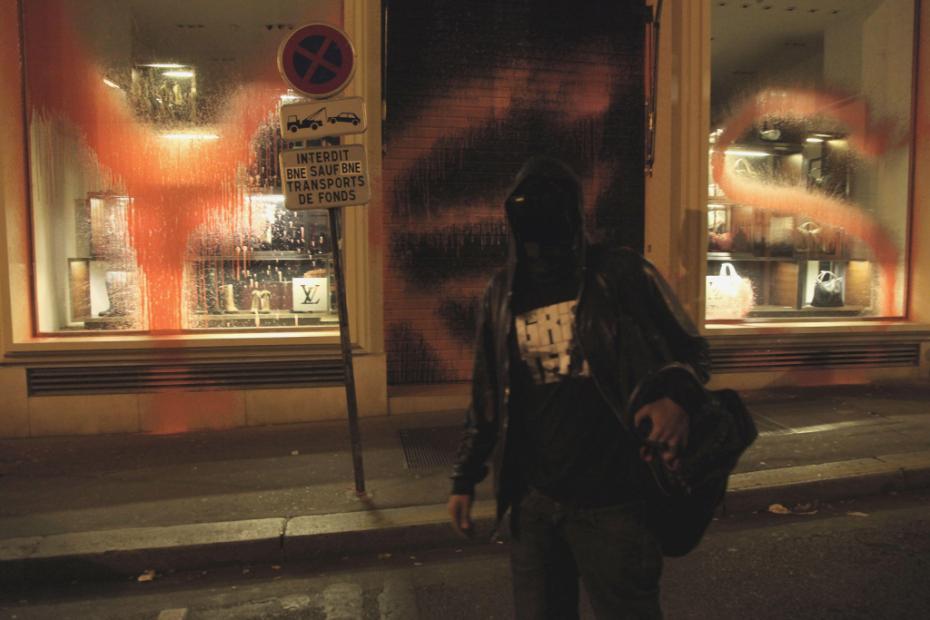 kidult-vandalizes-louis-vuitton-paris-1
