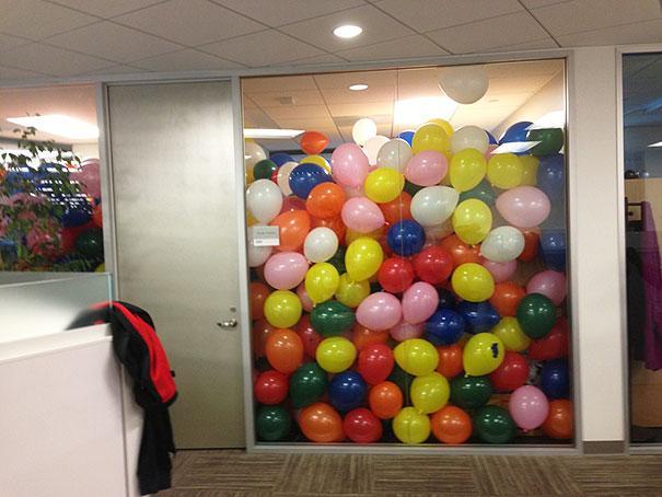 funny-aprils-fool-office-pranks-19