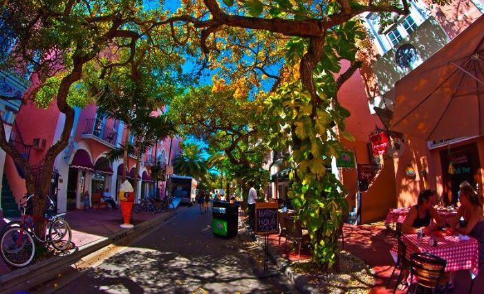 Espanola Way, Miami, Usa