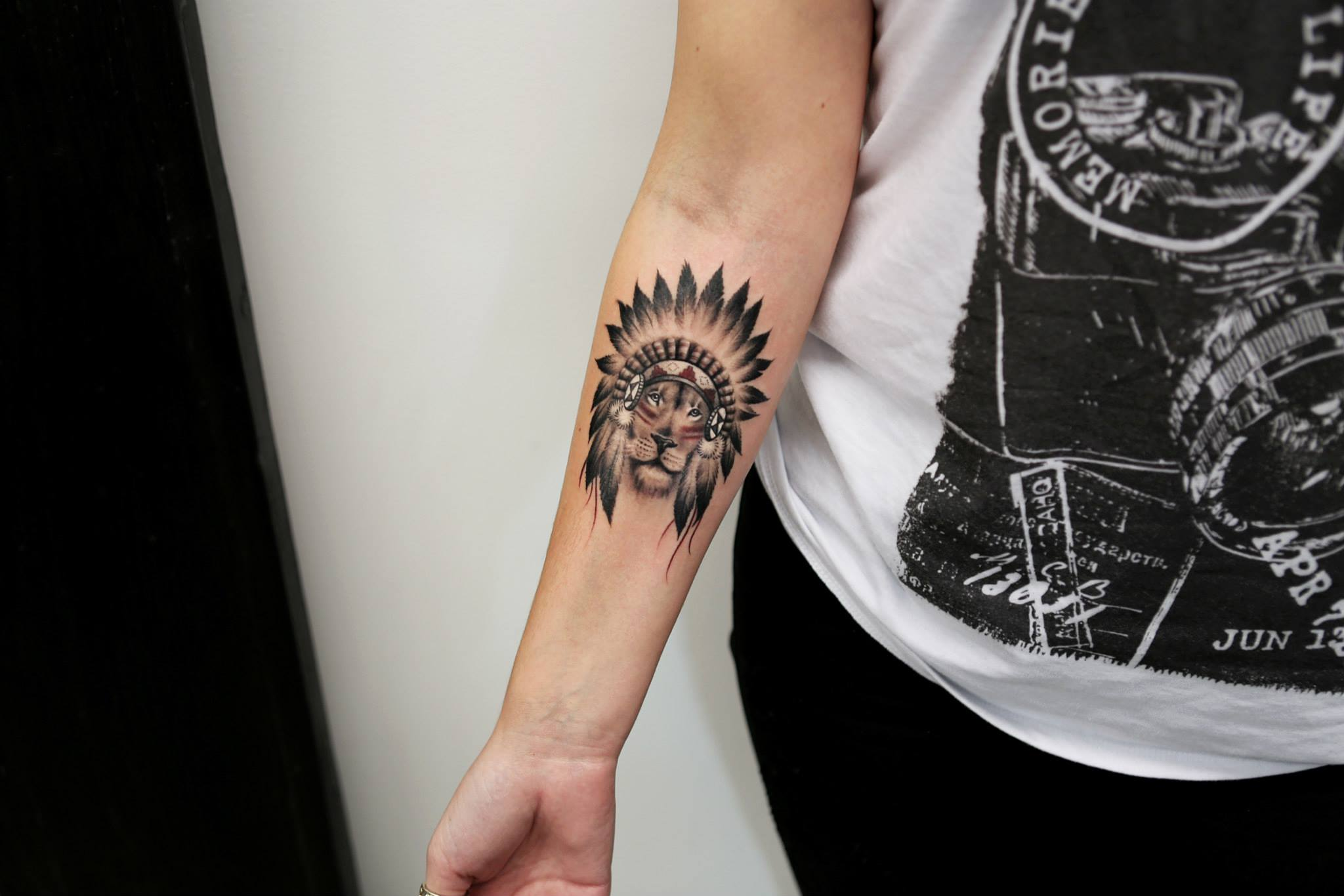 Elizabeth Markov, tattoo artist (2)